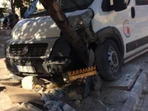 Karaman'da Okul Servisi İle Otomobil Çarpıştı