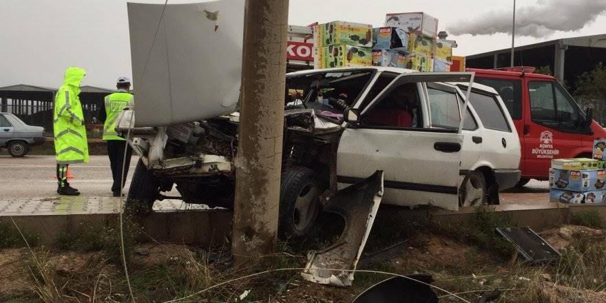 Otomobil Direğe Çarptı, Yolcu Araçta Sıkıştı