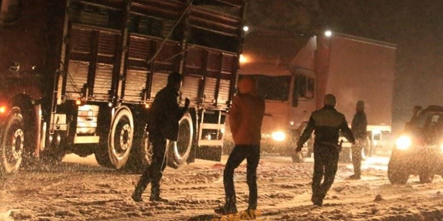 Konya Antalya Yolunda Araçlar Kara Hazırlıksız Yakalandılar