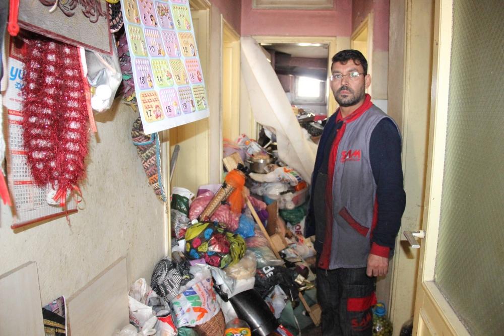 Çöp Evin Temizlenmesi İçin Cadde Trafiğe Kapatıldı 1