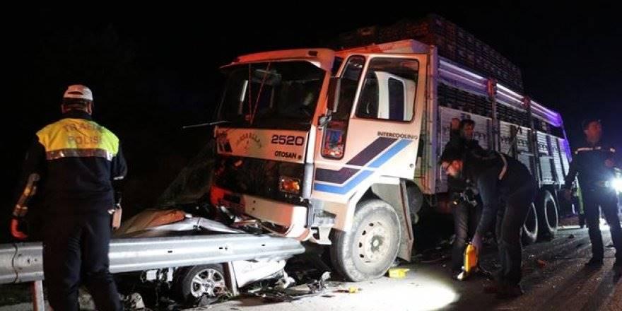 Adana-Mersin Yolunda Yardım İçin Duran Polis Aracına Kamyon Çarptı