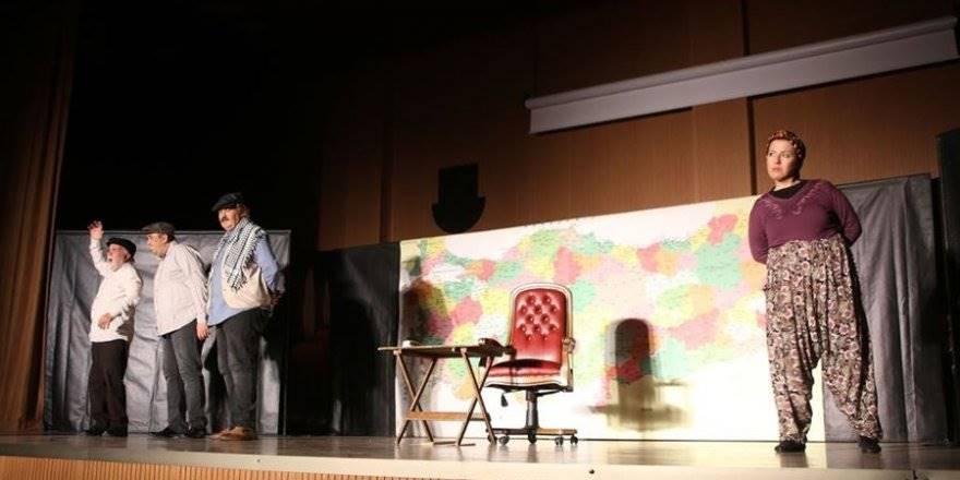 Karaman'da 'Hikaye-i Kaymakam' Adlı Tiyatro Oyunu Büyük İ