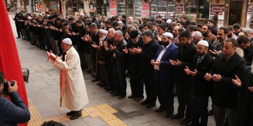 Konya'da Çin'in Doğu Türkistan Politikalarına Tepkiler