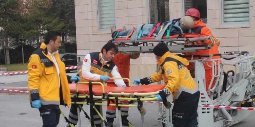 Konya'da Helikopter Destekli Gerçeğini Aratmayan Deprem Tatbikatı