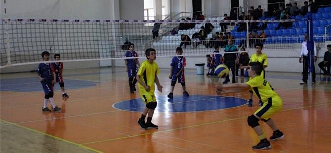 Karaman'da Voleybol Grup Müsabakaları Tamamlandı 1