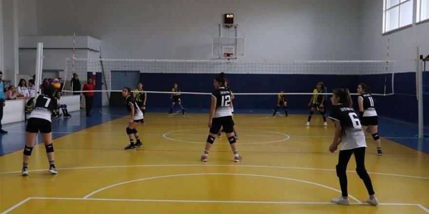 Karaman Okullar Arası Voleybol Müsabakaları Devam Ediyor