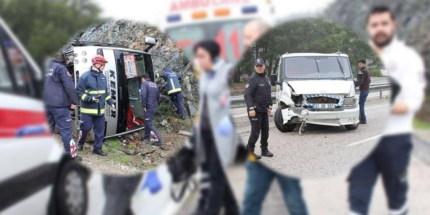 Antalya'da Minibüsün Çarptığı Halk Midibüsü Devrildi: 7 Yaralı