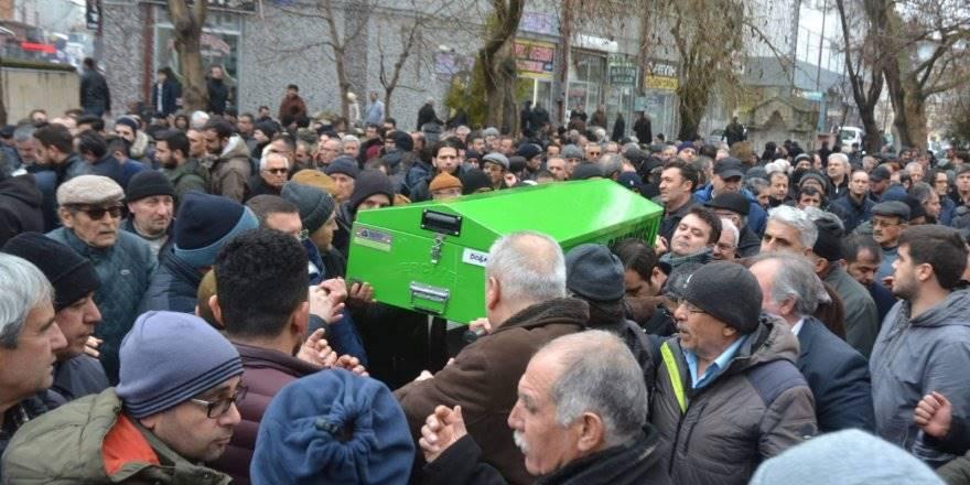 Banyoda Ölü Bulunan Doktor Karaman'da Son Yolculuğuna Uğurlandı
