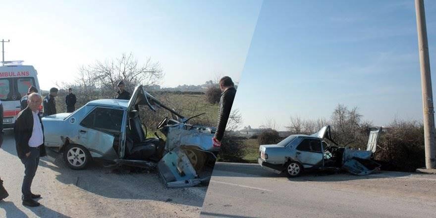 Antalya'da Otomobil Aydınlatma Direğine Çarptı: 2 Yaralı