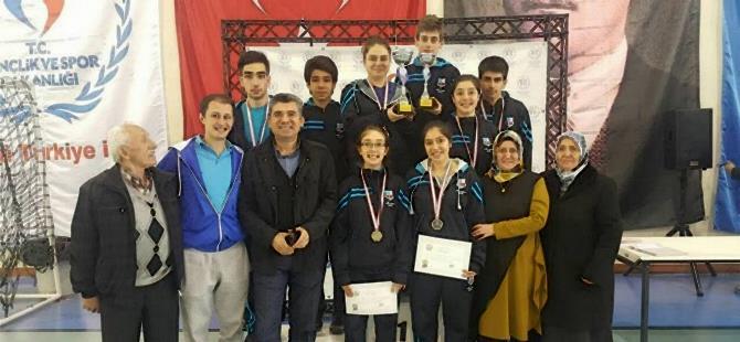 Türk Ocakları Öğrencileri Karaman'da Kupa Kaldırdılar 1