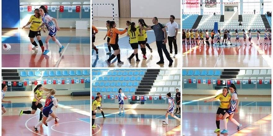 Okul Sporları Gençler Futsal Yarı Final Heyecanı Karaman'da Başladı