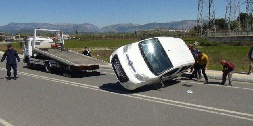 Antalya Şelale Yolunda 50 Metre Arayla İki Trafik Kazası
