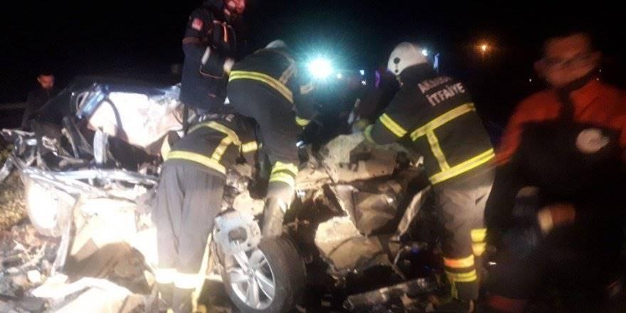 Aksaray'da Tıra Çarpan Otomobilin Sürücüsü Araçta Sıkıştı