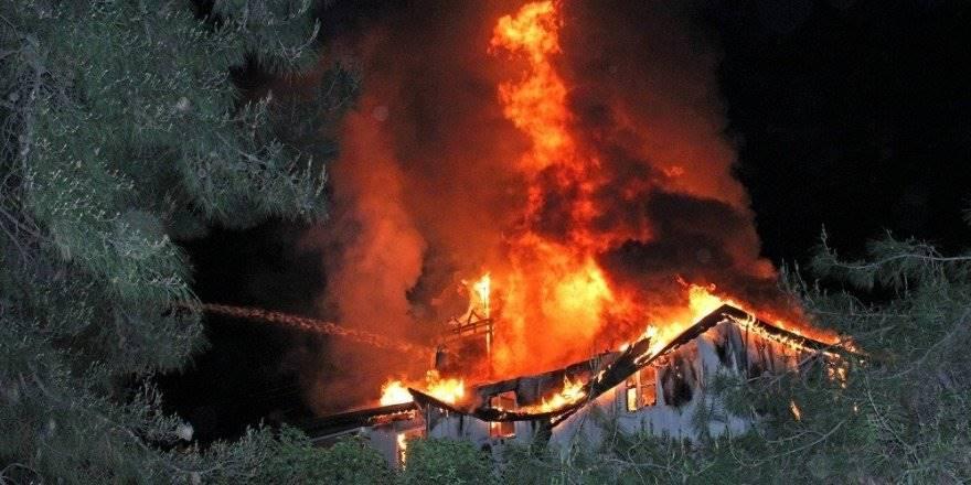 Antalya'da Otelin Personel Lojmanında Yangın