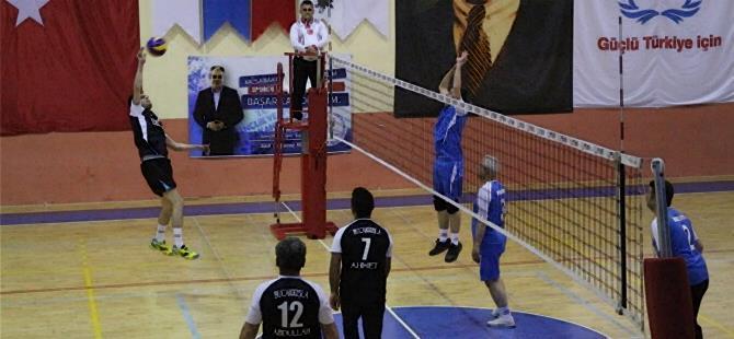 Karaman'da Kurumlar Arası Voleybol Turnuvası Devam Ediyor 1