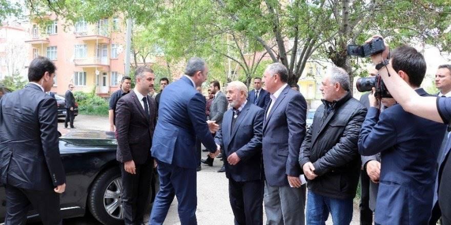 Adalet Bakanı Abdülhamit Gül'den Öldürülen Avukatın Evine Taziye Ziyaret