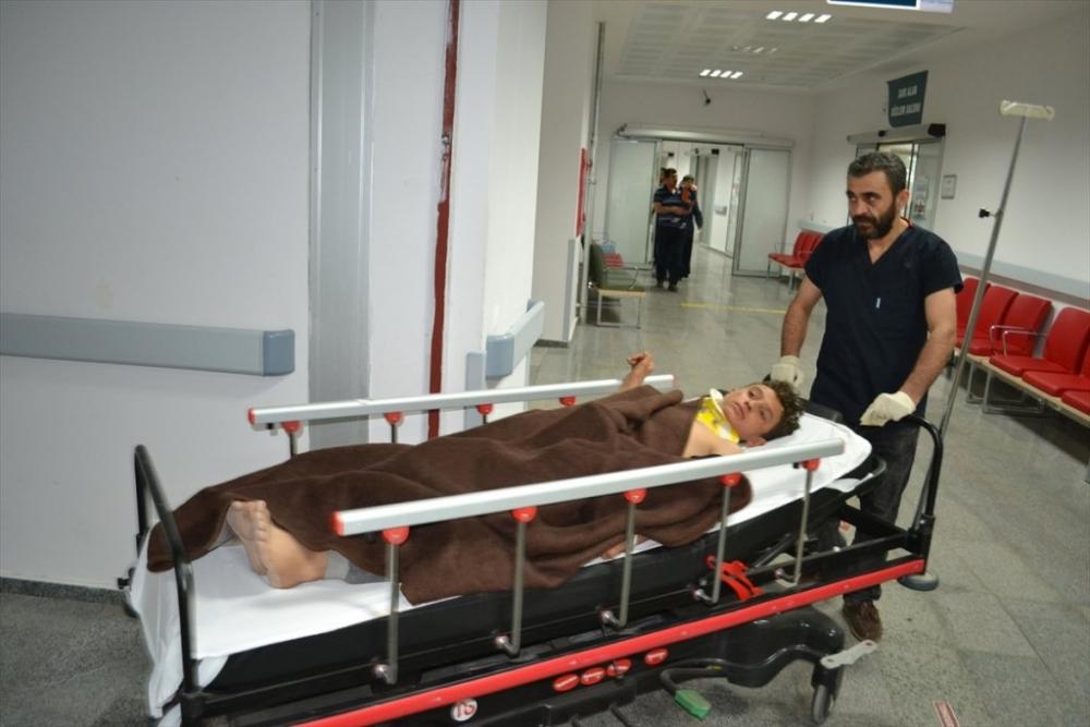Aksaray'da Tarım İşçilerini Taşıyan Minibüs Devrildi: 13 Yaralı 1
