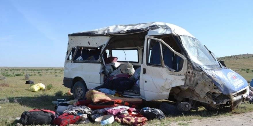 Aksaray'da Tarım İşçilerini Taşıyan Minibüs Devrildi: 13 Yaralı