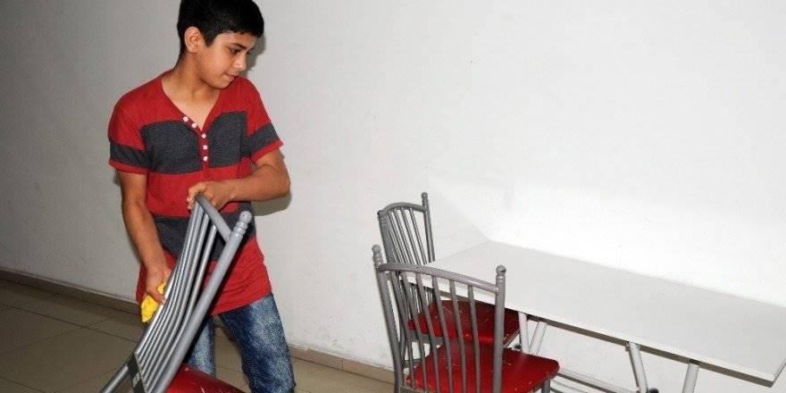 Üzeri Kirli Diye Minibüste Koltuğa Oturtulmayan Çocuk Konuştu