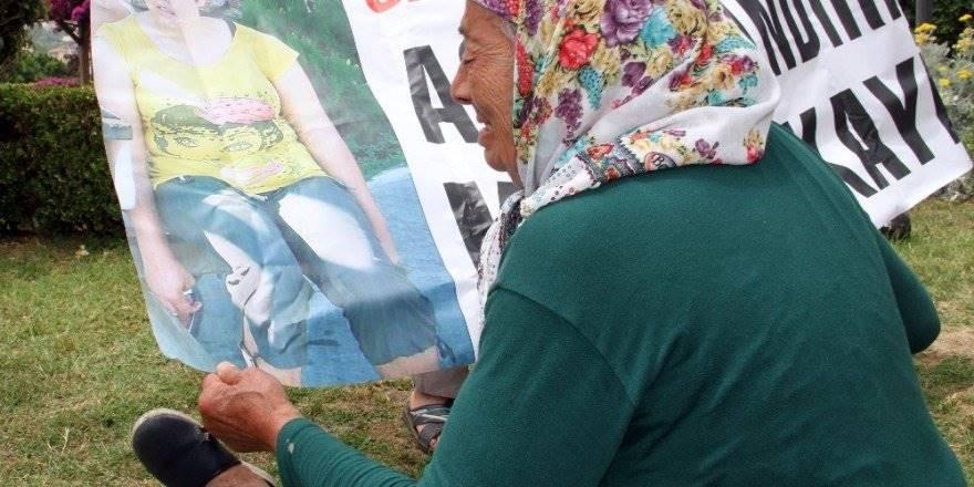 Antalya'da 9 Yıl Önce Kaybolan Kızı İçin Feryad Etti