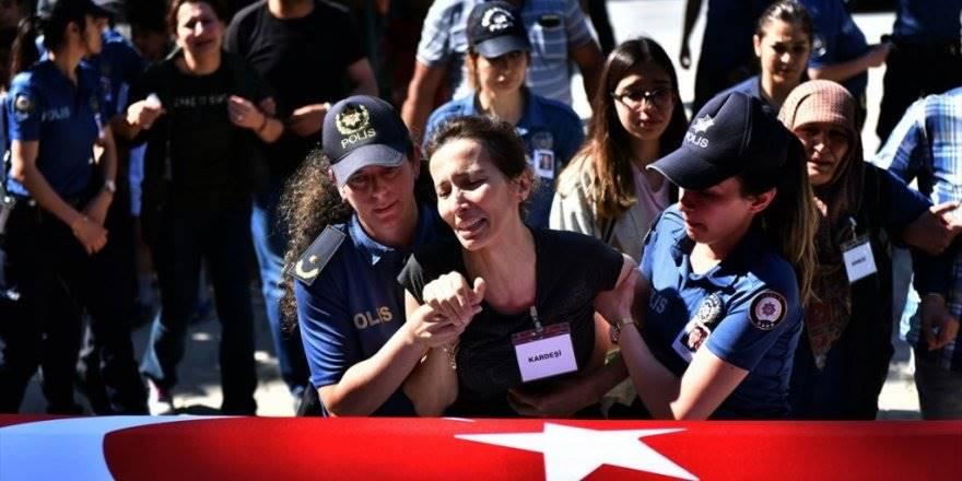 Meslektaşının Öldürdüğü Kadın Polis Mersin'de Defnedildi