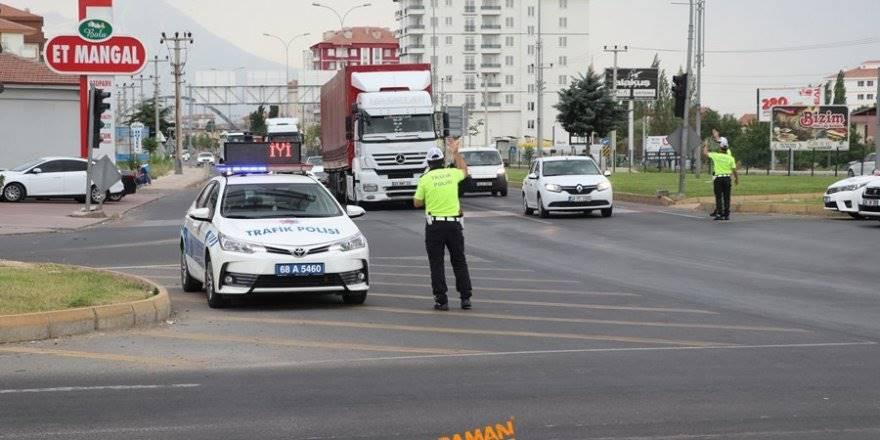 Aksaray Bayram Trafiğini Ölümsüz Atlattı