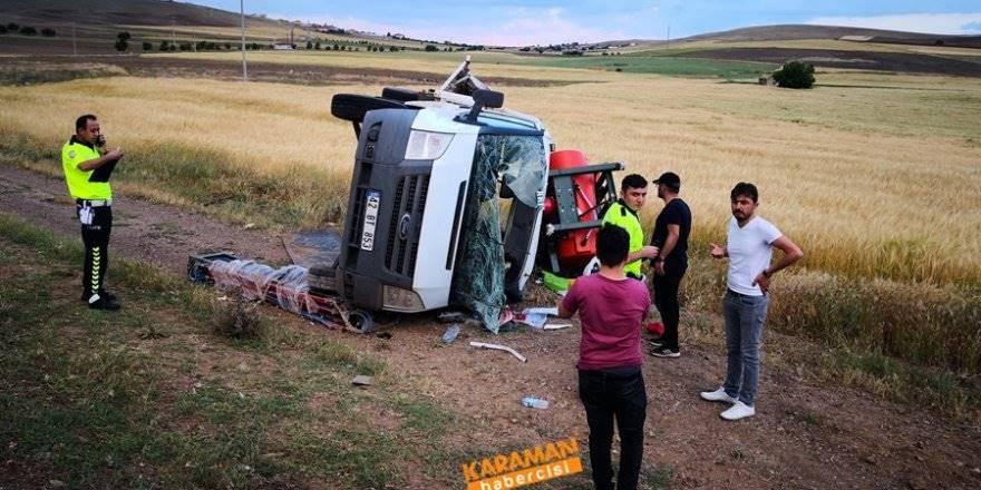 Aksaray'da Kamyonet şarampole devrildi