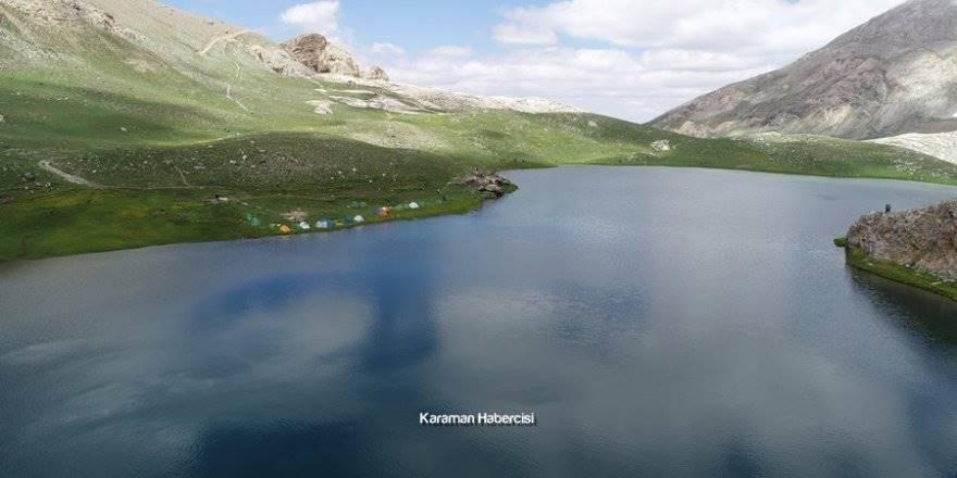 Bolkar Dağları'nda bulunan Karagöl ve Çinili Göl Essiz Manzarası