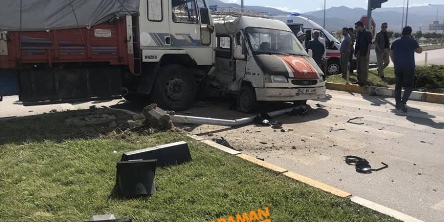 Konya'da Trafik Kazası : 13 Yaralı