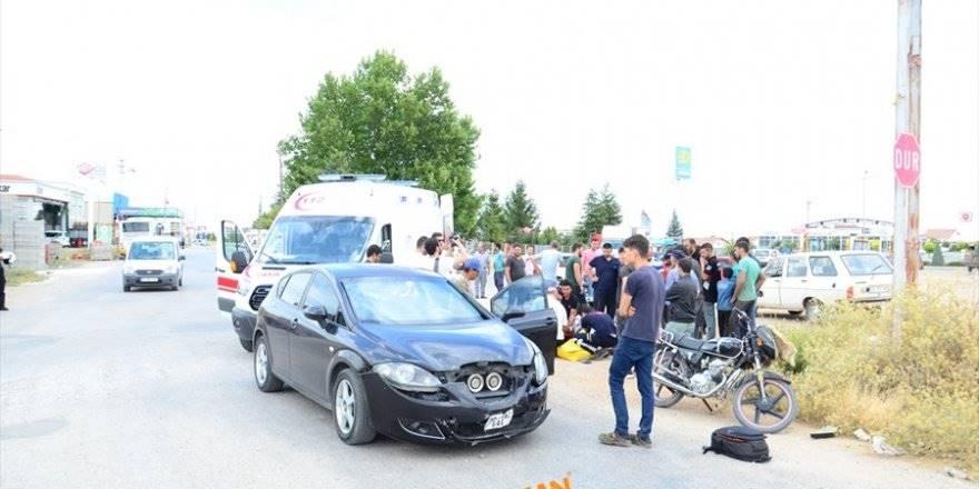 Karaman'da Otomobille Motosiklet Çarpıştı