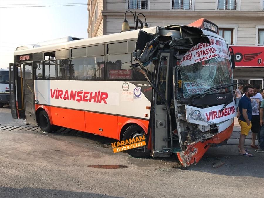Mersin'de Otobüs İle Servis Çarpıştı 1