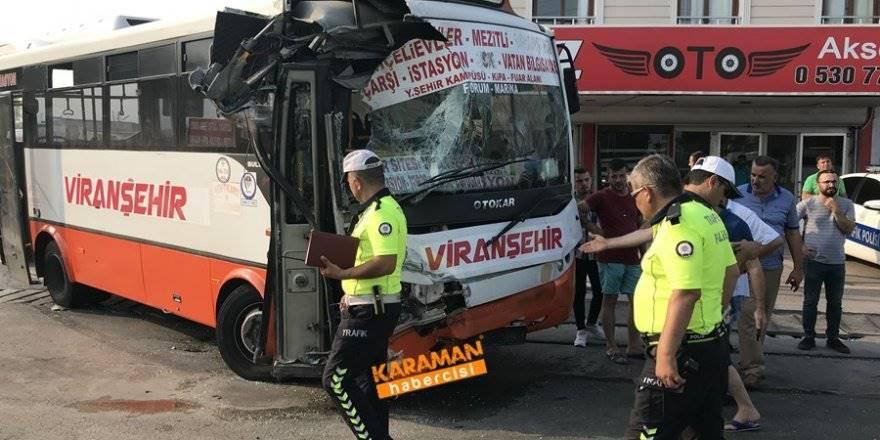 Mersin'de Otobüs İle Servis Çarpıştı