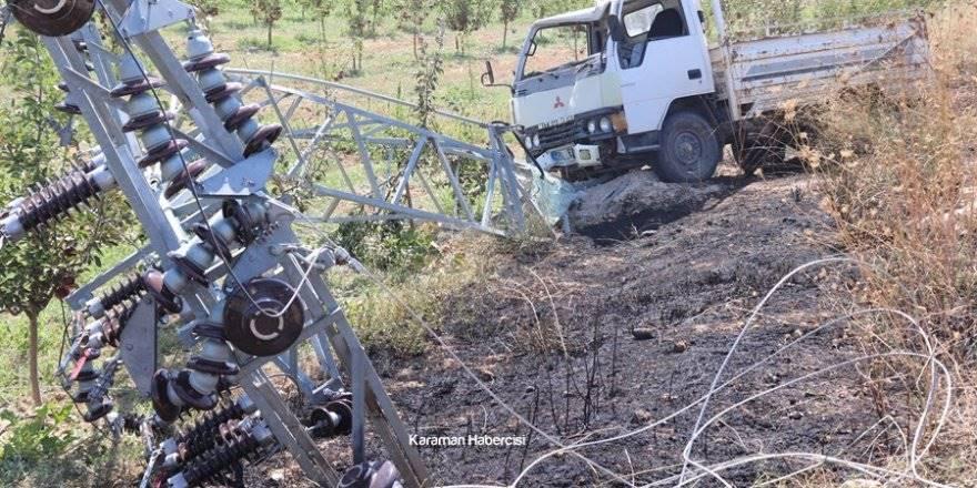Karaman'da Kontrolden Çıkan Kamyonet Direğe Çarptı