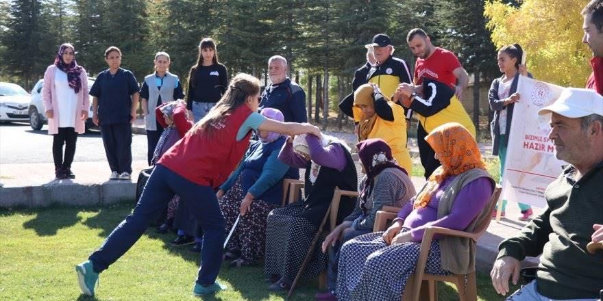 Huzurevi sakinleri geleneksel oyunlarla eğlendi