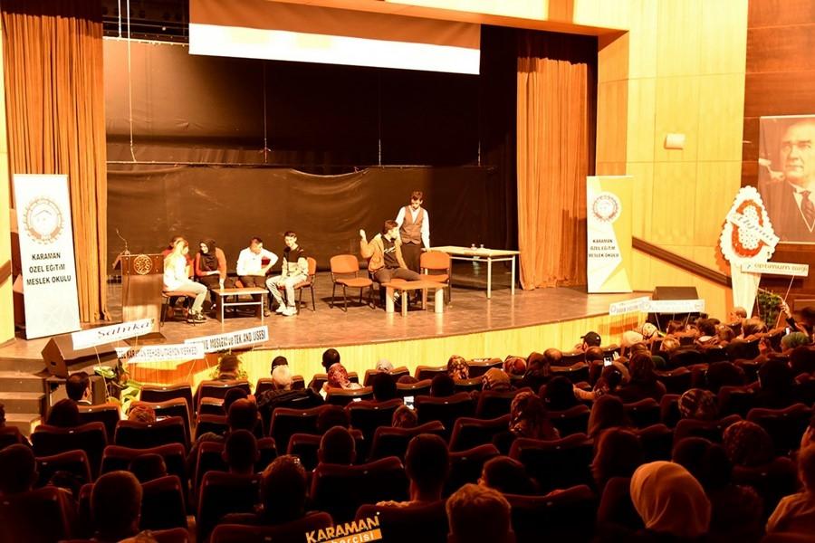 Özel Eğitim Meslek Okulu sahne programıyla göz doldurdu 3