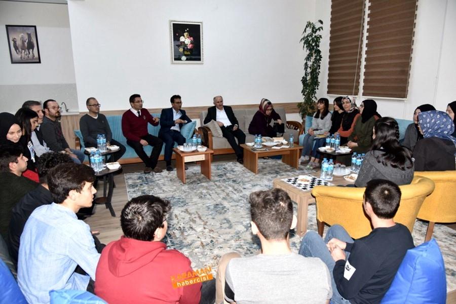 Öğrenciler, Vali Sayın Fahri Meral'e ve İl Müdürü Çalışkan'a Ü 4