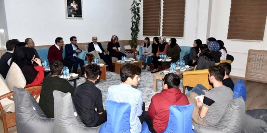 Öğrenciler, Vali Sayın Fahri Meral'e ve İl Müdürü Çalışkan'a Ü