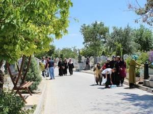 Karaman'da,Bayram Öncesi Mezarlık Ziyareti