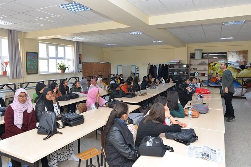 """Yabancı Uyruklu Öğrenciler """"Ebru""""ile Tanıştılar 1"""