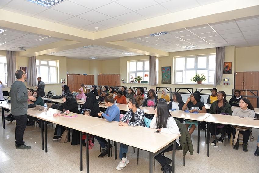"""Yabancı Uyruklu Öğrenciler """"Ebru""""ile Tanıştılar 4"""