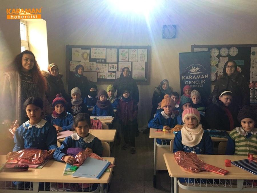 Karaman'da Öğrenciler İçin Atkı ve Bere Ördüler 11