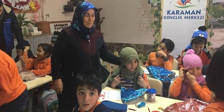Karaman'da Öğrenciler İçin Atkı ve Bere Ördüler