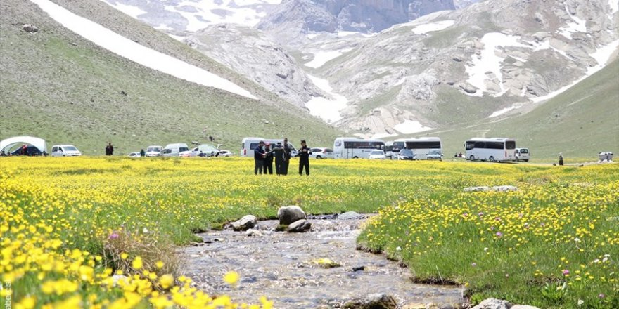 Bolkar Dağlarının Bahar Manzarası