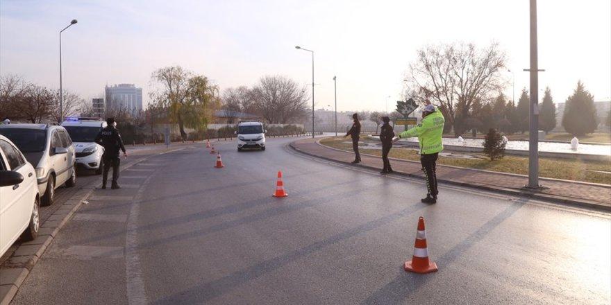 Konya'da 2021'in İlk Günü Sokaklarda Sessizlik