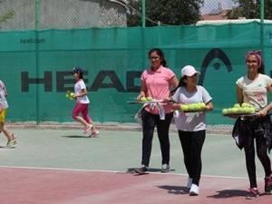 Karamanlı Gençlerden Tenise Büyük İlgi