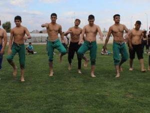 Güreşçiler Karaman'da El Ense Çekti