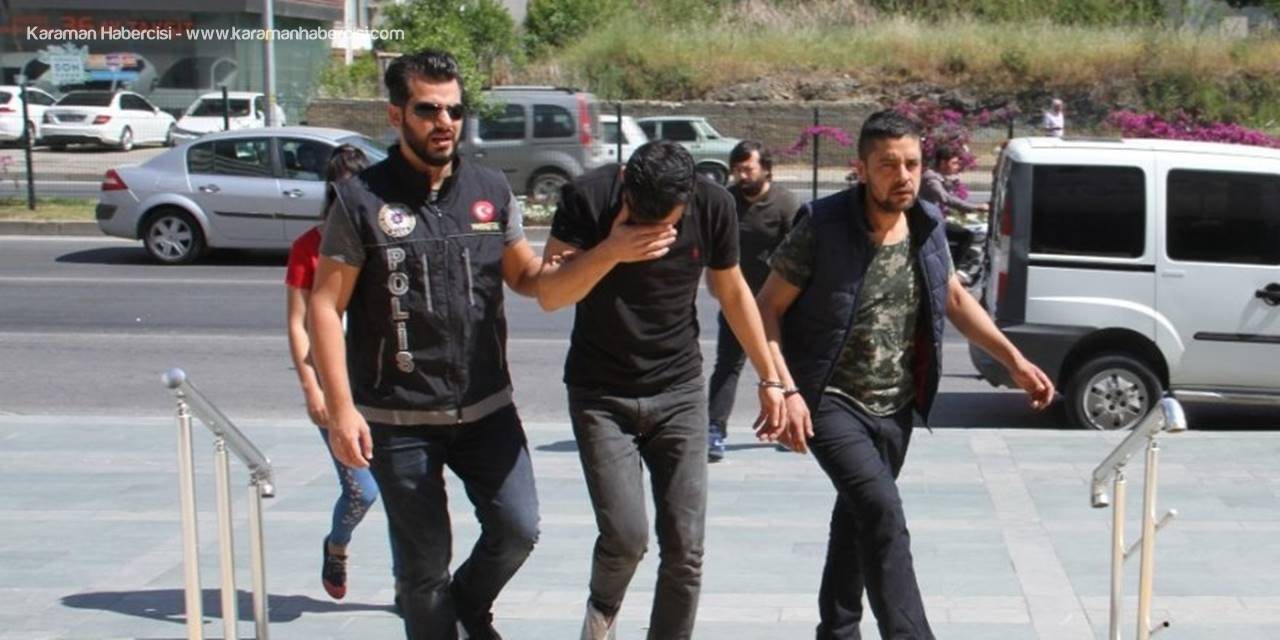 Antalya'da 2 Ayrı Otomobilde Uyuşturucu Operasyonu