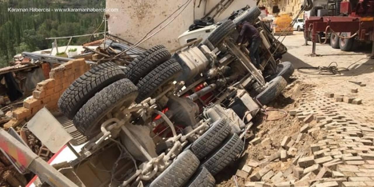 Karaman'da Beton Mikseri Evin Üzerine Devrildi