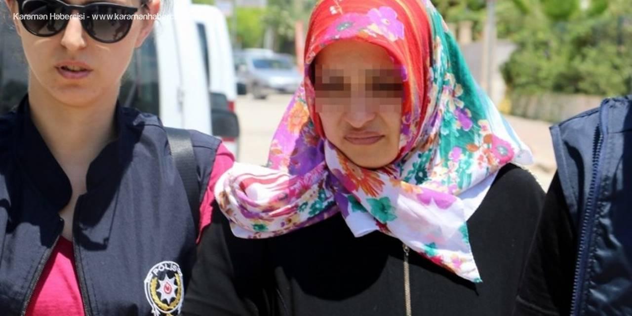 Antalya'da Kendisini Boğmaya Çalışan Sevgilisini Kalbinden Bıçakladı