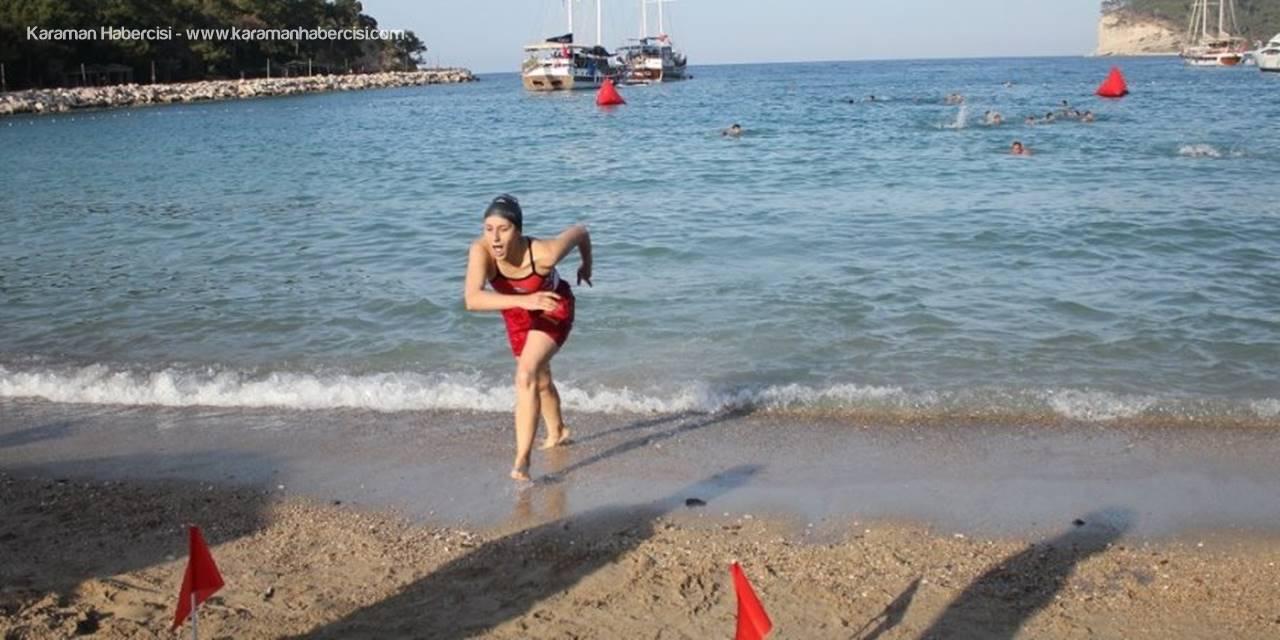 Antalya'da Kadın Cankurtaran 23 Erkekle Mücadele Etti